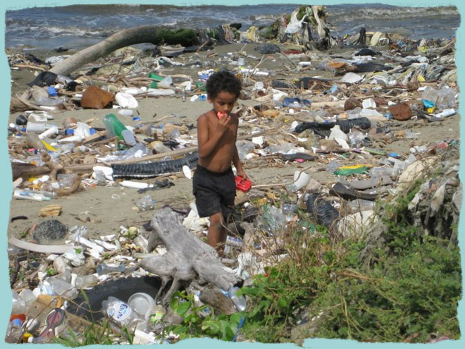 A young child rummages though the trash in Aqua negras